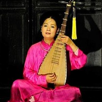 Vietnamese lutist Pham Thi Hue was Young Audiences of Northeast Ohio's artist in residence in 2013.